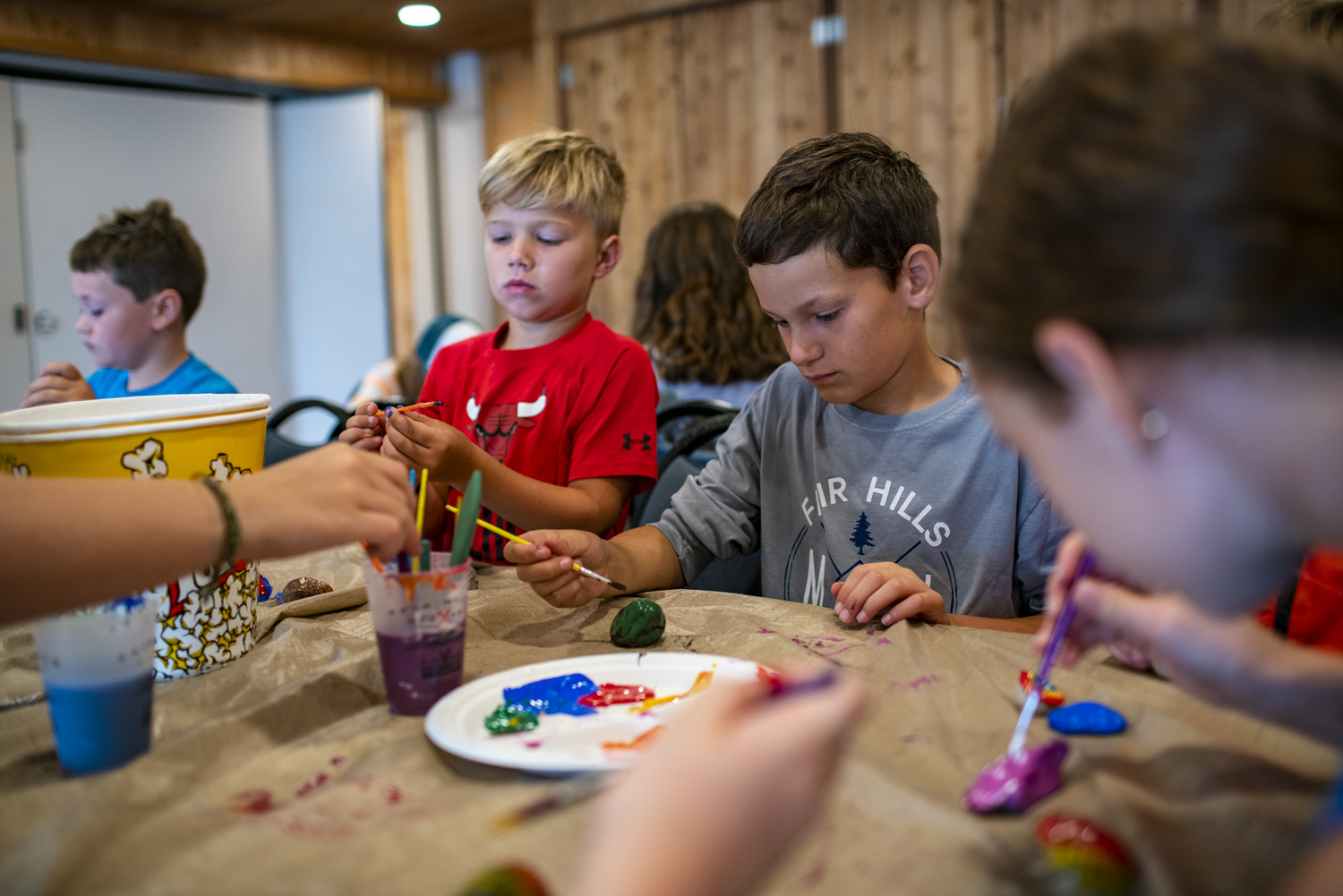 kids at arts and crafts activity